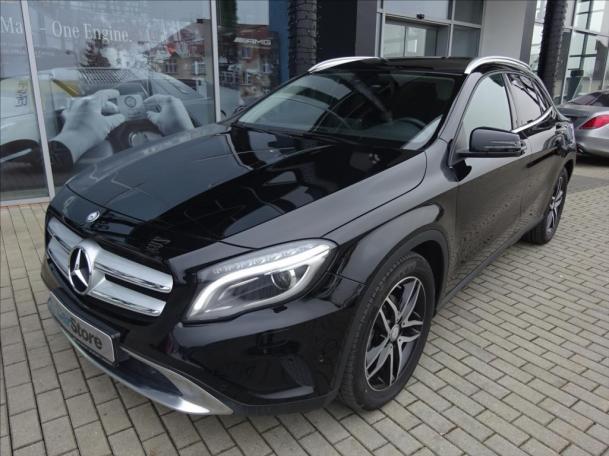 Mercedes-Benz GLA 200 d 4MATIC Urban